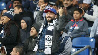 Afición de Monterrey se divierte con el desempeño del partido