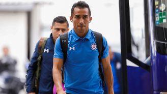 Rafael Baca llega al estadio con Cruz Azul