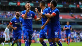Roberto Alvarado, Elias Hernandez y Rafael Baca festejan gol en el Azteca