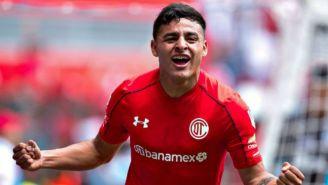 Alexis Vega celebra gol con Toluca