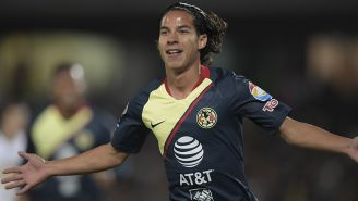 Diego Lainez celebra su gol contra Pumas en CU