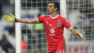 Marcelo Barovero durante un partido con Rayados
