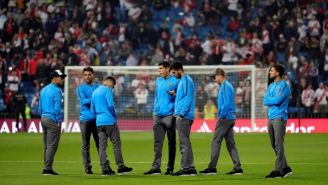 Jugadores de Boca en el césped del Santiago Bernabéu