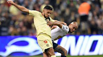 Valdez pelea el balón con González