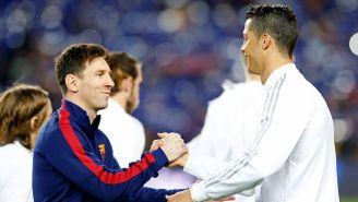 Messi y Cristiano se saludan previo a un juego
