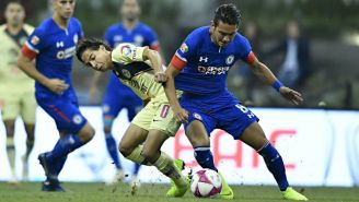 Lainez y Salas disputan un balón en la J14 del Apertura 2018