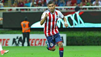 Orbelín Pineda festeja un gol con Chivas