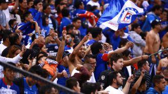 Aficionados del Cruz Azul en el Azteca