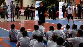 Niños de la Secundaria No. 20, José Arteaga reciben clínica de basquetbol