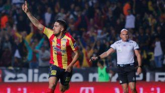 Diego Valdés en festejo de gol durante el partido de Morelia