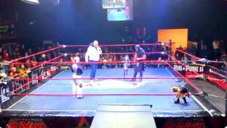 'La Parkita' y su familia arriba de un ring de la AAA