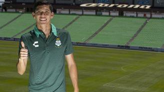 Gerardo Arteaga posa en las gradas del Estadio Corona