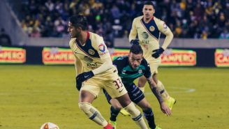 América en acción durante un encuentro amistoso ante Santos