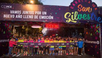 Competidores, durante su salida al recorrido de San Silvestre CDMX