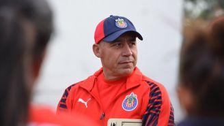 Luis Díaz en un entrenamiento de Chivas Femenil