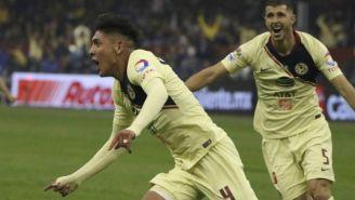 Edson Álvarez y Guido Rodríguez festejan un gol en la Final