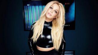 Britney Spears vestida de negro