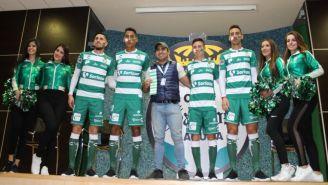 Nuevos refuerzos de Santos realizan 'ritual guerrero'