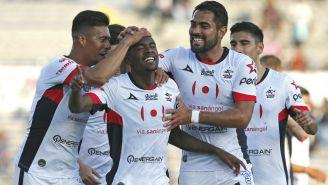 Yago Da Silva celebra luego de su anotación frente a Santos Laguna