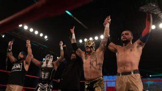Lucha Brothers y L.A.X después de la lucha en Homecoming
