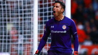 Alfredo Talavera festeja un gol del Toluca