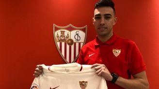 Munir posa con la camiseta del Sevilla