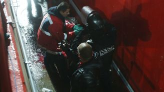 Paramédicos atienden al aficionado de Xolos