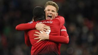 Tominay y Lukaku festejan gol