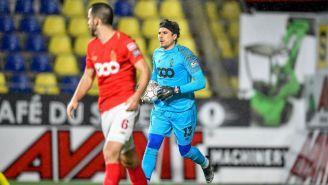 Ochoa defiende el arco del Standard
