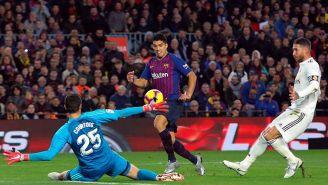 Luis Suárez dispara a gol en el pasado Clásico Español