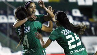 León Femenil celebra una anotación frente a Tigres