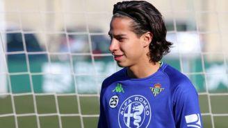 Diego Lainez durante un entrenamiento con el Betis
