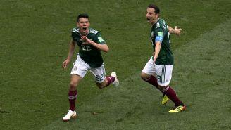 Hirving Lozano y Andrés Guardado celebran un gol ante Alemania