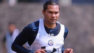 Carlos Peña en un entrenamiento con Cruz Azul
