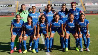 Jugadoras de Cruz Azul Femenil antes del partido vs Lobos BUAP