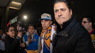 Salcedo a su llegada a Monterrey para reportar con Tigres