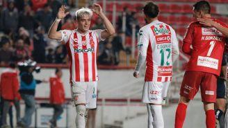 Brian Fernández festeja un gol