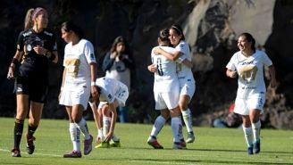 Fabiola Santamaría festeja con sus compañeras su gol vs Lobos