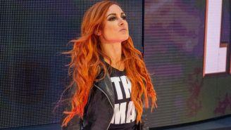 Becky Lynch hace su entrada al ring