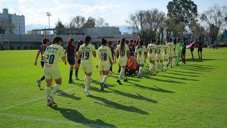 Jugadoras de América Femenil, durante un duelo en Coapa