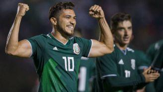 Henry Martín celebra gol con el Tri