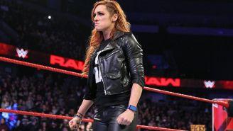 Becky Lynch después de ser suspendida por Vince McMahon