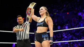 Ronda Rousey presume el campeonato Femenino de RAW