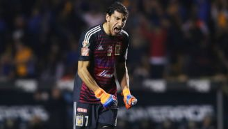 Nahuel Guzmán festeja un gol de Tigres