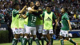 León celebra una anotación frente a Santos