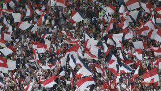 Aficionados de Chivas en el Estadio Akron