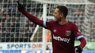 Chicharito Hernández en partido con West Ham