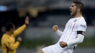 Jair Pereira festeja un gol con Chivas