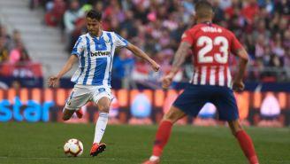 Reyes golpea el balón en el juego vs Atlético de Madrid