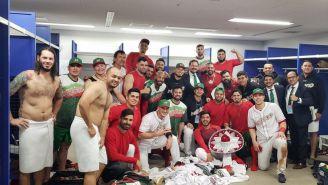 Equipo mexicano de beisbol, tras ganar juego contra Japón